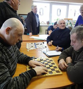 Negalia – ne kliūtis laimėti: sveikuosius triuškina ir aklas šaškininkas iš Kuršėnų