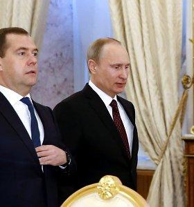 Tandemas byra: V.Putinas D.Medvedevą atleis iš premjero posto?