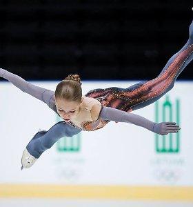 Slovakijoje – du penkiolikmetės A.Trusovos pasaulio rekordai ir dar nematyti šuoliai