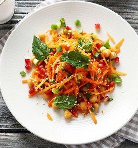 3 nauji morkų patiekalai: traškučiai, salotos su įdomiu padažu ir pyragas be cukraus