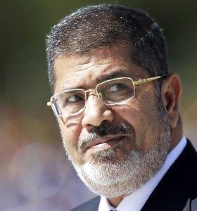 Nušalintasis Egipto prezidentas Mohamedas Mursi kels bylą dėl perversmo
