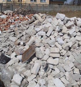 Lazdijų rajone moteris konfliktą sprendė į vyrą paleidusi kėdę ir plytą