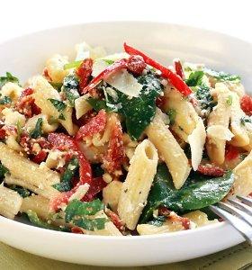 Lengvai vakarienei ar pietų dėžutei – makaronų salotos: 10 receptų