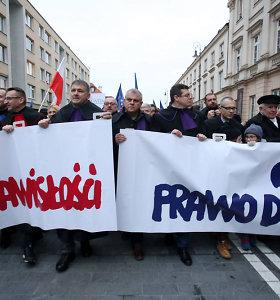 """ES teisėjai prisidėjo prie lenkų kolegų, protestavusių prieš """"antsnukio įstatymą"""""""