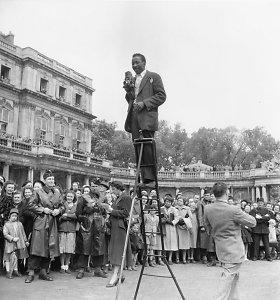 JAV nusikaltimų istorija fotožurnalisto akimis – ką pastebi juodaodžio fotografo objektyvas?