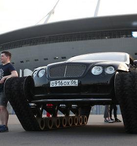 """Rusijos protu nesuprasi: """"Bentley Continental GT"""" apavė tanko vikšrais"""