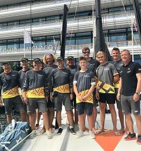 """Vandenynų galiūnas """"Ambersail2"""" regatoje į Monaką atlaikė štilį: po 75 valandų finišavo 5 vietoje"""
