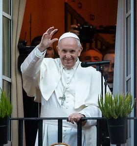 Popiežiaus vizito statistika: pinigai, dalyviai, savanoriai ir obuoliai jiems