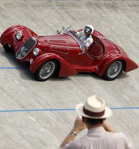 """Spalvinga """"Alfa Romeo"""" istorija: nuo dominavimo lenktynėse iki gelbėjimosi nuo bankroto"""