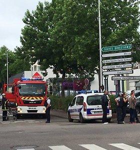 """Francois Hollande'as: Prancūzijos bažnyčios užpuolikai teigė priklausantys """"Islamo valstybei"""""""