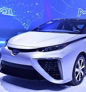 """""""Toyota"""" siūlo geresnį variantą nei elektromobiliai: be benzino gali nuvažiuoti 500 km"""