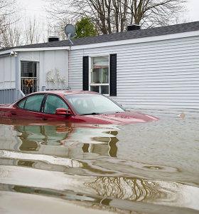 Kanadoje dėl didelių potvynių evakuota per 10 tūkst. gyventojų