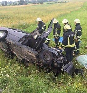 Utenos rajone susidūrė automobilis ir mikroautobusas, žuvo abu vairuotojai
