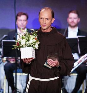 """LGBT grupei bažnyčioje įsisteigti leidęs kunigas gavo žmogaus teisių """"Oskarą"""": taika prasideda širdyje"""