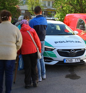 Panevėžyje prie policijos automobilio nusidriekė pažeidėjų eilė – protokolais apdalinti autobuso keleiviai