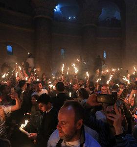 Jeruzalėje įsižiebė šventoji ortodoksų Velykų ugnis