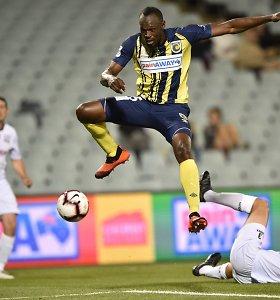 """U.Bolto norą tapti futbolininku išvadino farsu: """"Kamuolį jis stabdo it batutas"""""""