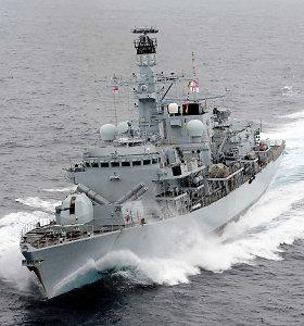 Londonas paskelbė siunčiantis į Persijos įlanką antrą karo laivą