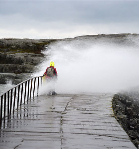 Estijoje ir Suomijoje dėl žiemos audros be elektros liko tūkstančiai žmonių