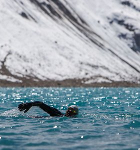 Ežero ir kalnų magija: kaip V.Urbonui pavyko perplaukti aukščiausią pasaulio ežerą