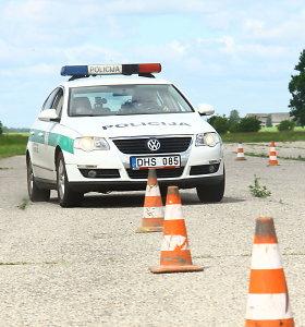 Slalomo trasą Gustonių aerodrome išbandė ir policijos pareigūnai