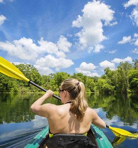 Vandens turizmo profesionalas: ką privaloma su savimi turėti plaukiant baidarėmis?