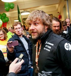 Dakaro išbandymus įveikę lietuviai triukšmingai pasitikti Vilniaus oro uoste