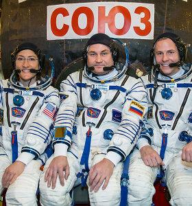 """Rusija po avarinio """"Sojuz"""" nusileidimo apdovanojoNASA astronautą N.Hague'ą"""