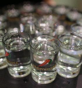 Dėl butelio degtinės radviliškietis Kėdainiuose griebėsi desperatiškų veiksmų