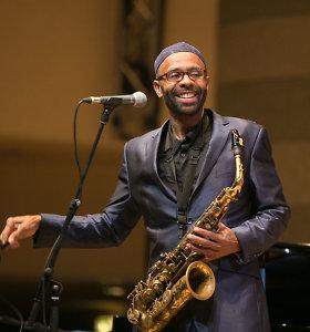"""""""Grammy"""" laureatas K.Garrettas vilniečius įsuko į džiazo sūkurį: saksofono gerbėjai klausėsi šokdami"""