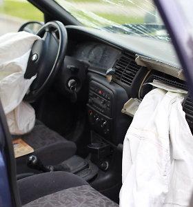 """Avariją sukėlusios karvės šeimininkui – nukentėjusio """"Opel Vectra"""" ekipažo ieškiniai"""
