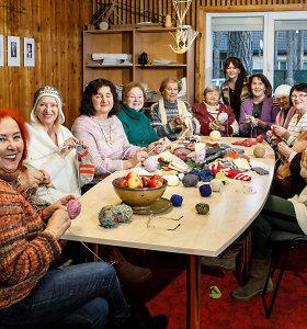Šiltos Kalėdos: moterys senukams ir vaikams dovanoja šilumą – mezga kojines
