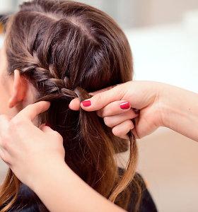 Skaitome plaukų priemonių etiketes: kas silpnina, o kas stiprina plaukus?