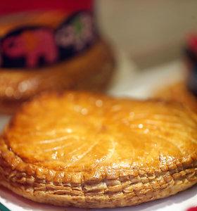 Nesudėtingas prancūziškas migdolinis pyragas Trijų Karalių šventei