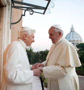 Popiežius Pranciškus po Benedikto pasisakymo deklaruoja paramą celibatui