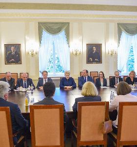 Kadenciją baigianti prezidentė dėkojo ambasadoriams už jų šalių paramą Lietuvos interesams