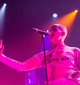 Avangardinis muzikos pankės Fever Ray spektaklis: neįtikėtini kostiumai ir kraują stingdantis balsas