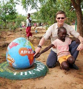 Viešnagė Afrikos mokyklose: išbristi iš skurdo gali padėti tik švietimas