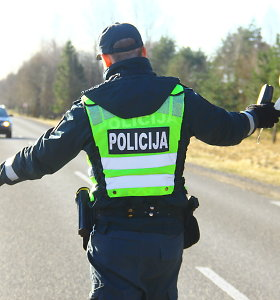 """Jurbarko patruliai, pričiupę girtą vairuotoją, patys nuvairavo pažeidėjo """"Mazdą"""""""