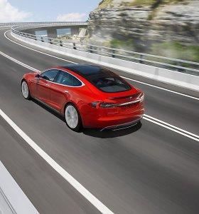 """""""Tesla"""" jau drasko padangas Niurburgringe: """"Porsche"""" rekordui iškilo pavojus"""