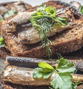 Šprotų gerbėjams – 2 puikūs sumuštinių receptai: skanu su alyvuogėmis ar pomidorais