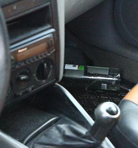 """Panevėžio rajone girtą """"Volkswagen"""" vairuotoją išdavė vingiavimas po kelią"""