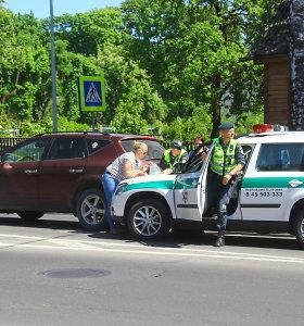 Panevėžyje į avariją pateko policijos pareigūnų ekipažas