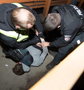 """Naktis su Kauno policija: nuo tilto skrendantis švirkštas bei girto vairuotojo kelionė užsipirkti """"dar"""""""