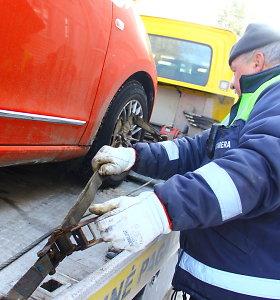 Nauji vairuotojų įpročiai stebina: vis rečiau pradurtą padangą kelyje keičiasi patys