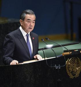 Kinijos žiniasklaida: pirmą kartą susitiko kinų ir Vatikano užsienio reikalų ministrai