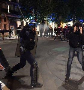 Prancūzijoje – protestas prieš abu kandidatus į prezidentus, riaušių policija panaudojo ašarines dujas