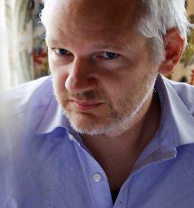 J.Assange'o advokatas pažėrė priekaištų dėl pareigūnų elgesio su jo klientu
