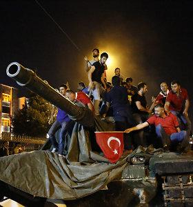 """Turkija skyrė įkalinimą iki gyvos galvos """"perversmininkų tinklo"""" lyderiams"""