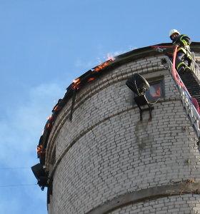 Galvosūkis dėl vandentiekio bokšto gaisro Šilutėje: kuo nerealesnė versija, tuo lengviau patikėti